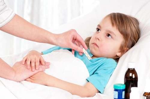 У ребенка красное горло, чем лечить в домашних условиях