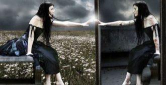 Почему нельзя зеркало в спальне: мнение психологов и мистиков